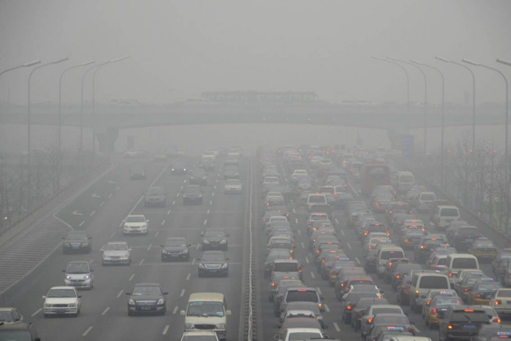 VIDEO-Try-Driving-in-Chinas-Smog-42